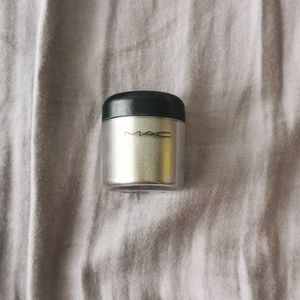 MAC glitter reflects antique gold